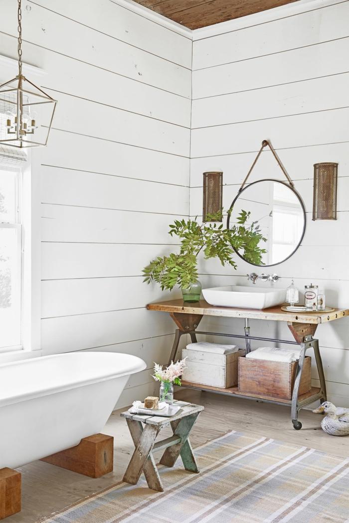 cuarto de baño decorado en estilo bohemio con muebles de madera y plantas verdes, baños modernos 2018