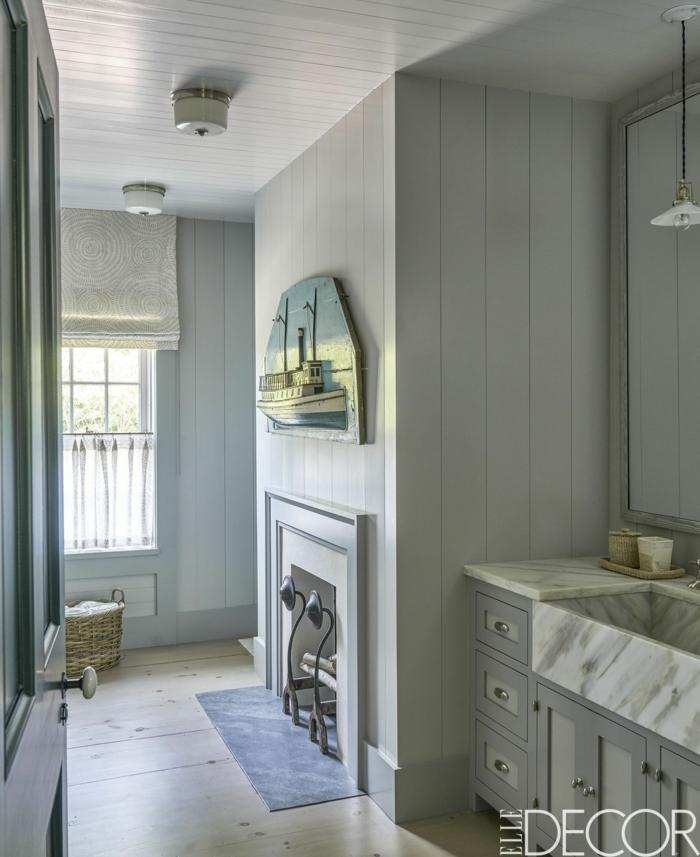 cuartos de baño modernos decoración original, paredes en gris, suelo de parquet y estores modernos