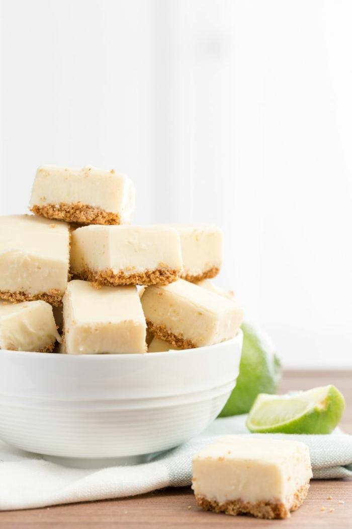 pasteles ricos y fáciles de hacer en casa, pastel con lima y corteza de galletas, originales ideas de postres para hacer en casa