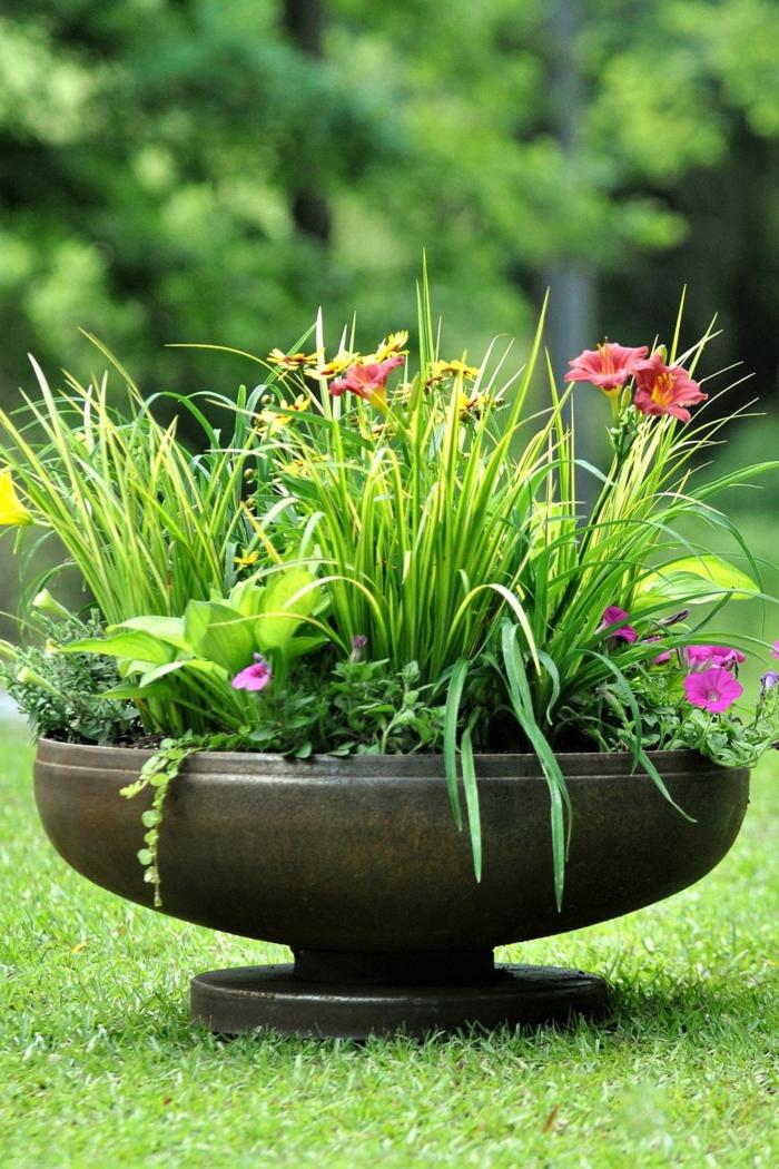 preciosa idea de decoracion de jardines, jardines pequeños decorados con mucho estilo