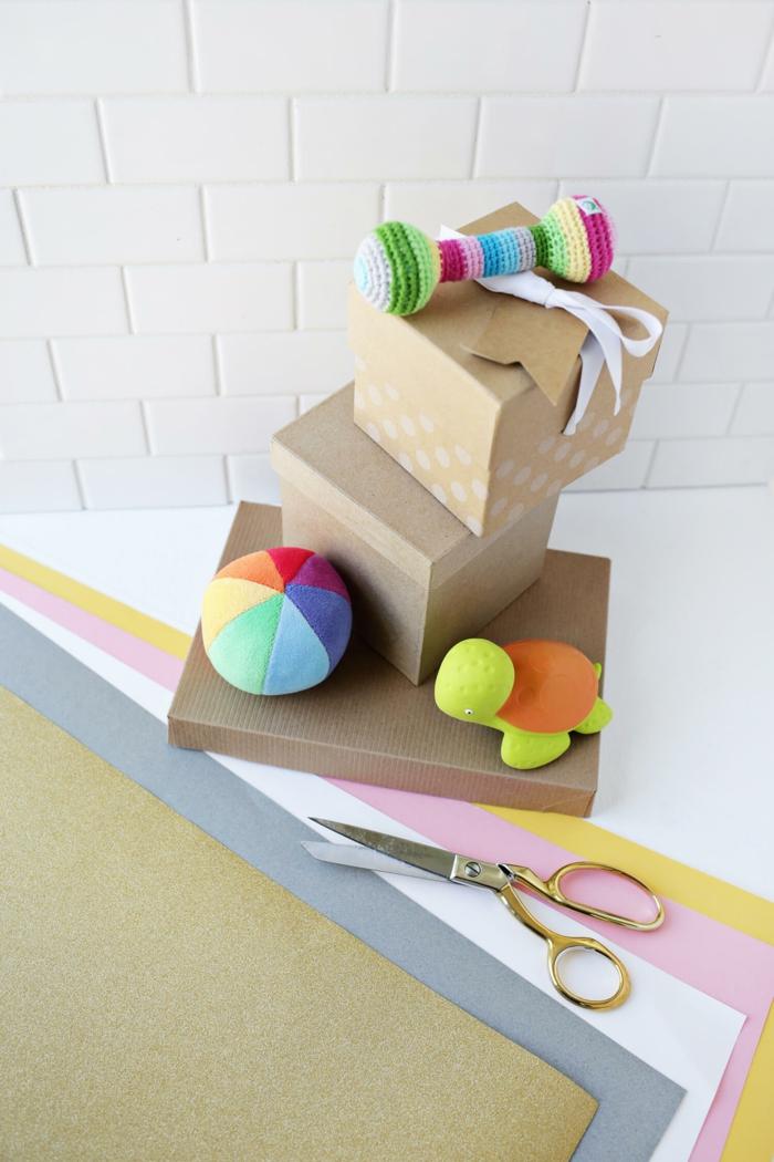 materiales necesarios para hacer manualidades con reciclaje, hojas de cartulina en diferentes colores, tijeras