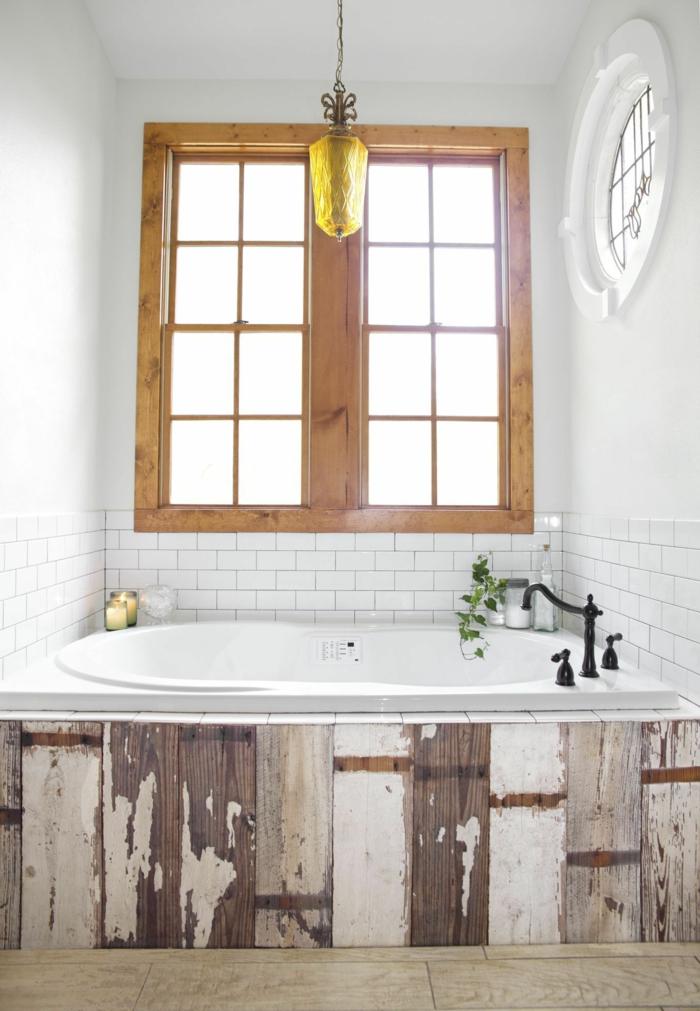 cuartos de baño modernos con toque vintage, elementos de madera efecto desgastado, paredes en blanco y bonita lampara en amarillo