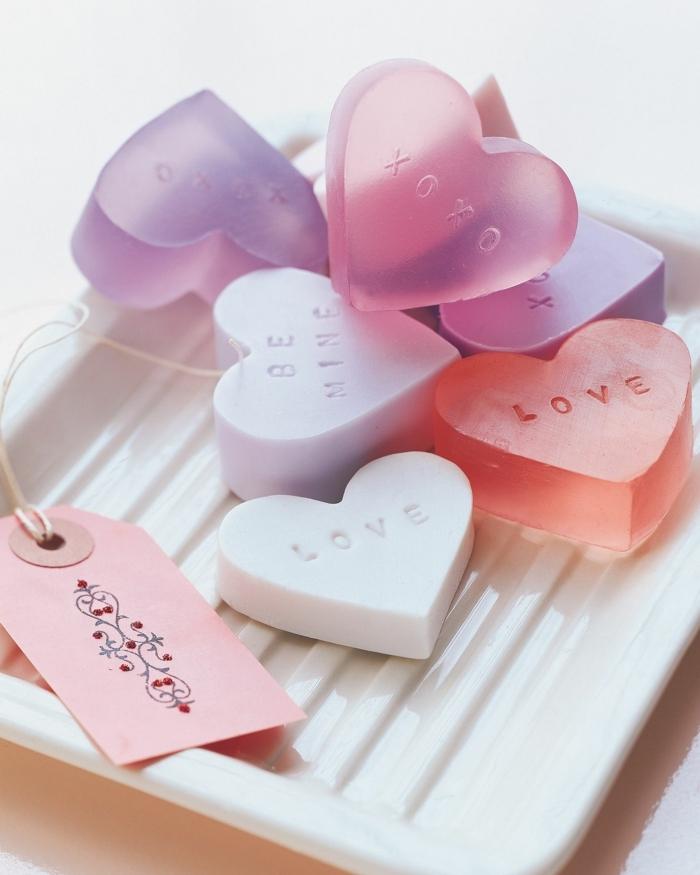 ideas y recetas sobre como hacer jabones naturales, jabones decorativos en forma de corazón