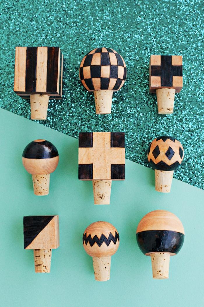divertidas ideas de manualidades con botellas plasticas y tapas de corcho, manualidades originales