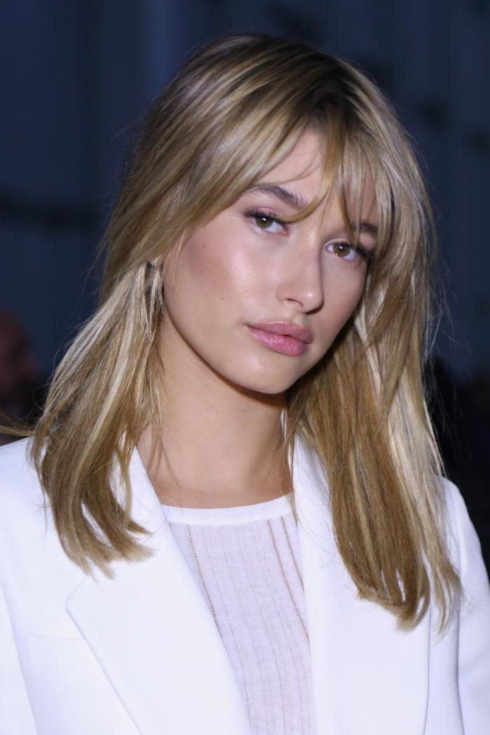 cortes de pelo modernos 2018, cabello rubio con flequillo, cortes de pelo media melena
