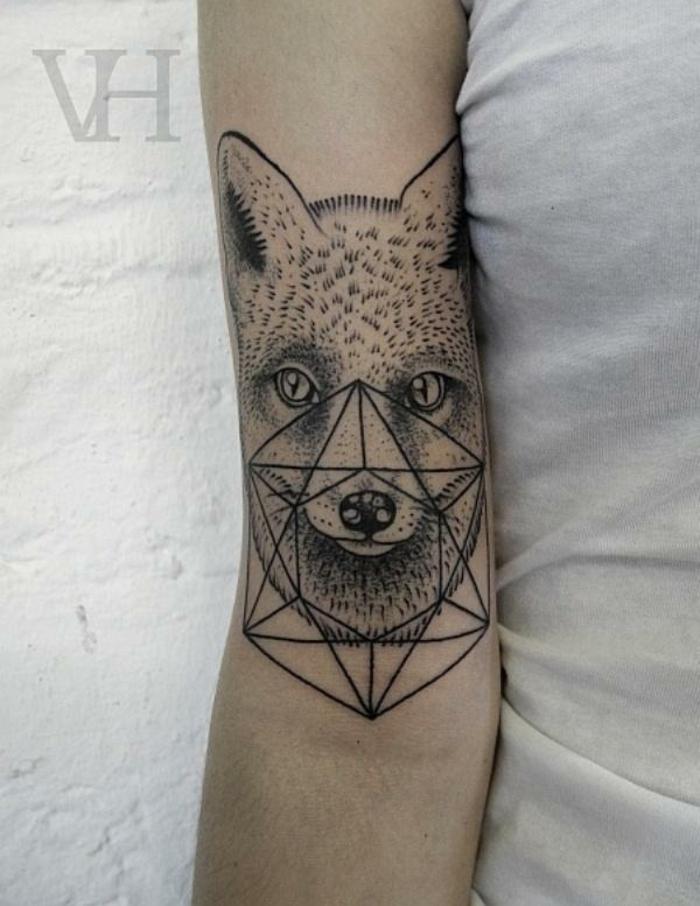 precioso diseños tatuajes de triangulos, tatuaje en el brazo, cabeza de zorro y rombo tridimensional