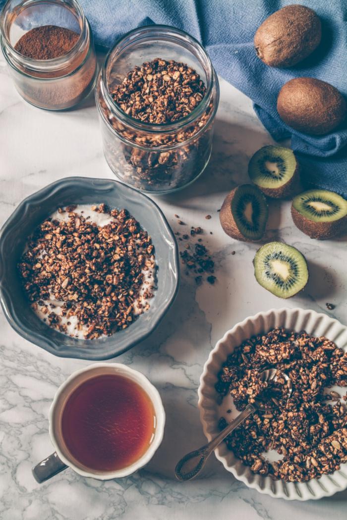 simples y ricos desayunos para adelgazar, cereales con leche, kiwi fresco y te, que comer hoy ideas