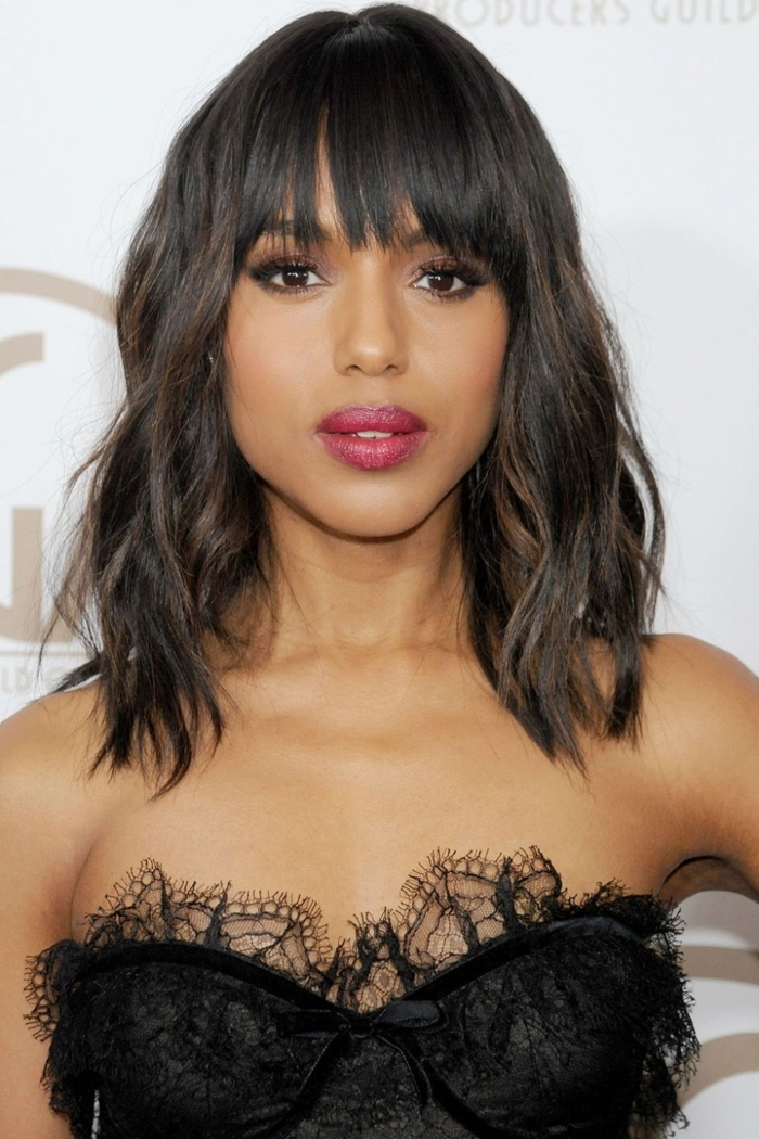 cortes de pelo mujer media melena, cabello con mechas balayage y flequillo asimétrico