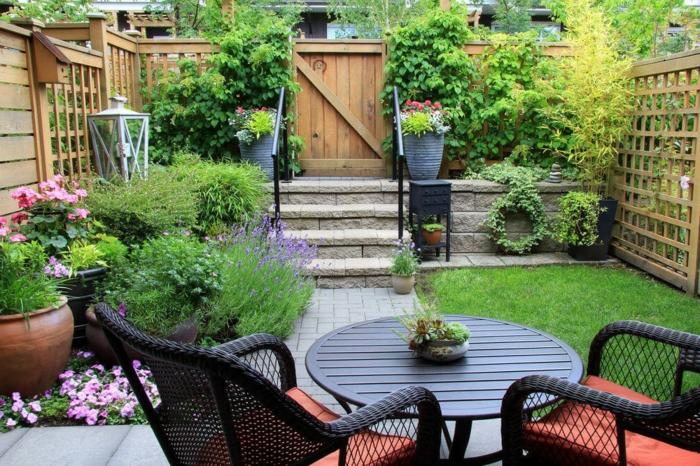 jardines rusticos bonitos, ejemplo de un jardín pequeño organizado para ganar espacio