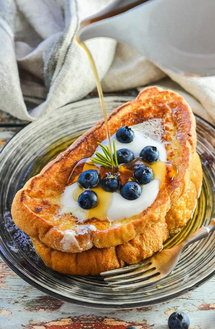ideas sobre desayuno dieta, tostadas francesas con arándanos frescos y jarabe de acre
