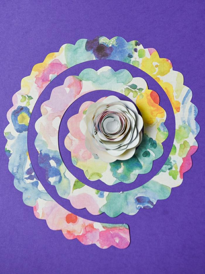 como hacer manualidades con cartulina paso a paso, espirales de papel para hacer bonita flores