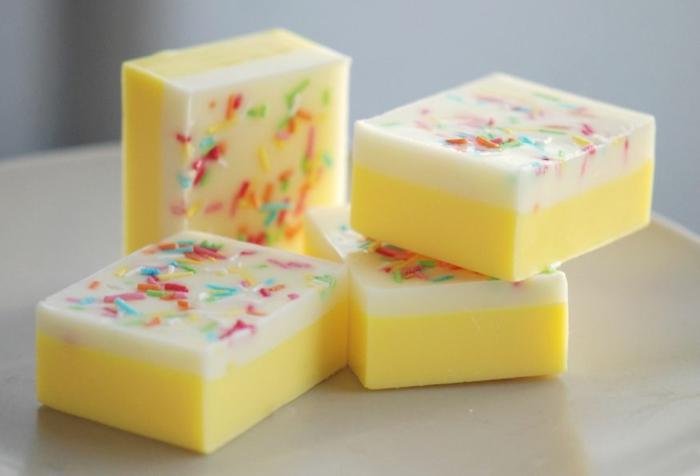 barras de jabón hecho a mano con limón, como se hace el jabon casero recetas paso a paso