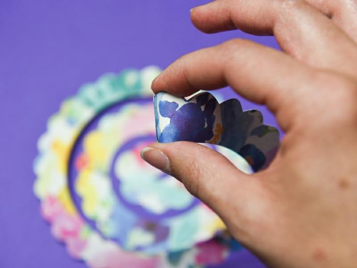 manualidades con cartulina paso a paso, como hacer un cuadro decorativo con flores de papel