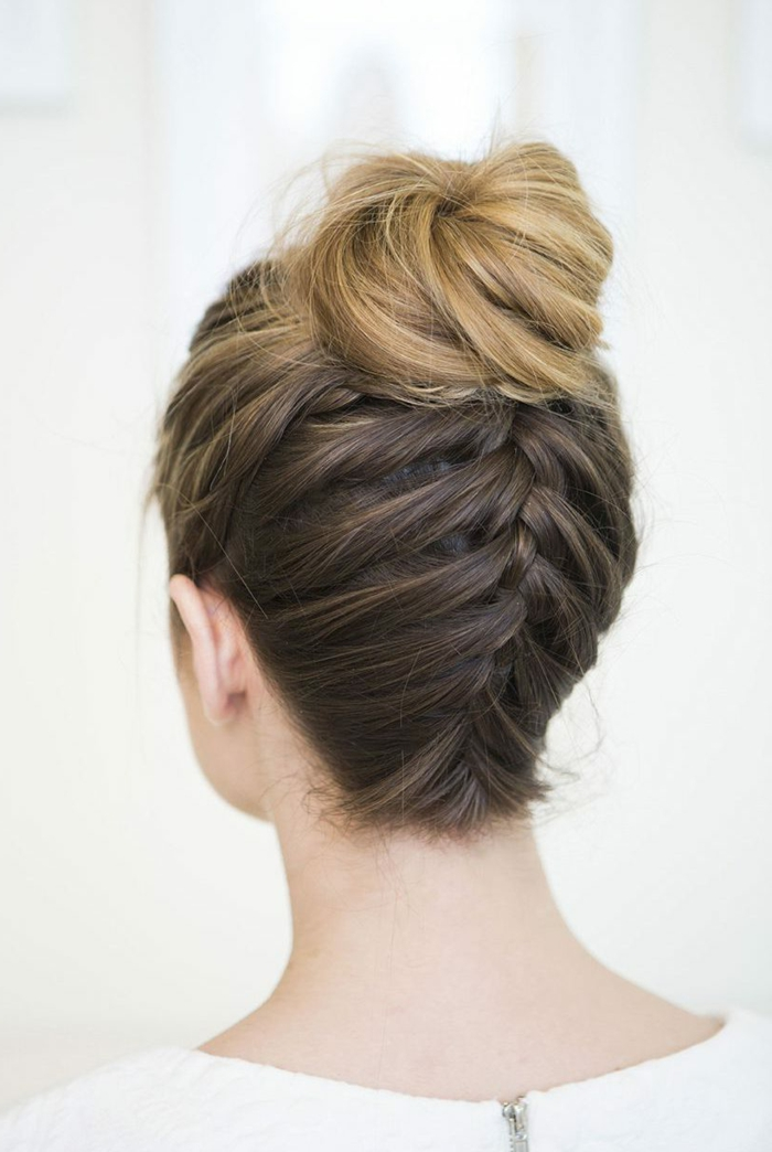 peinados con trenzas originales para cabello largo, pelo con balayage recogido trenza invertida