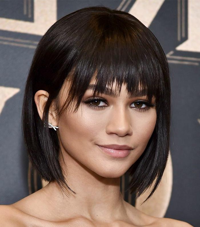 cortes de pelo 2018 mujer, chica con melena de longitud media negra y con flequillo desafilado