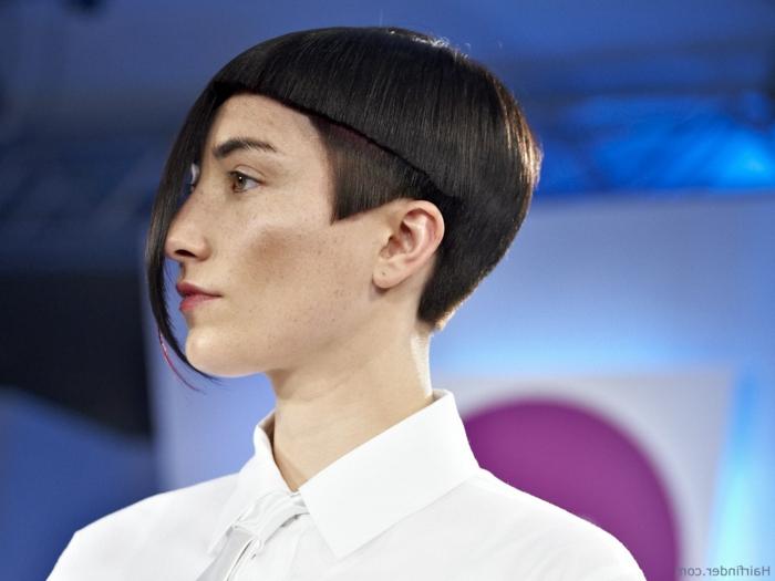 cortes de pelo actuales de mujer, peinado geometrico que será muy actual para la temporada de otoño-invierno 2018