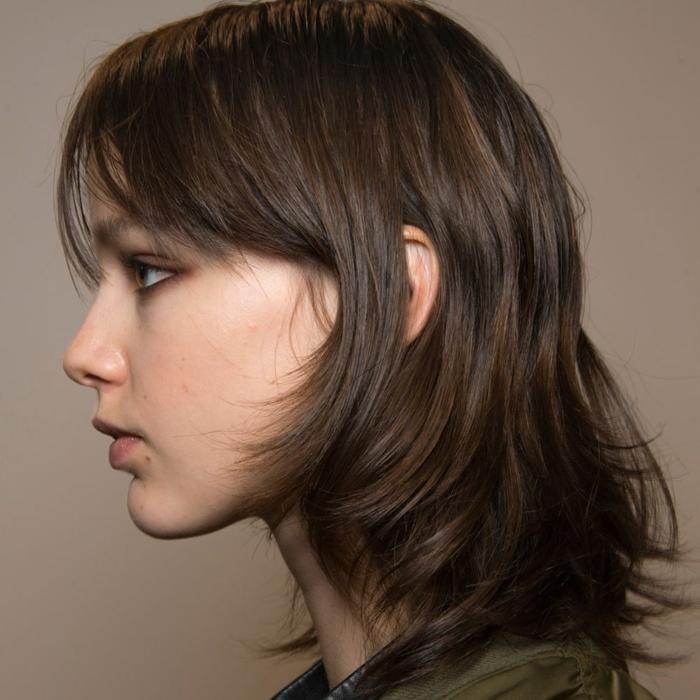 corte de pelo degradado cortado en capas con flequillo largo, cortes de pelo 2018 media melena