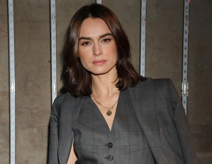elegante corte de pelo media melena, Kasia Smutniak con un look elegante y moderno