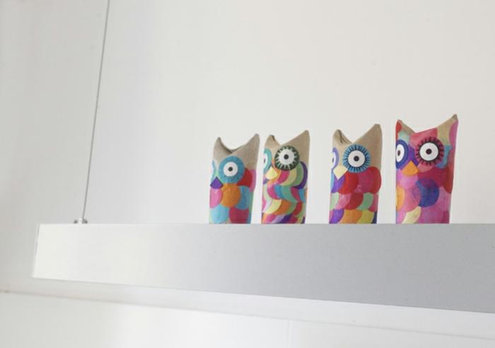 buhos coloridos hechos de tubos de cartón, manualidades con rollos de papel paso a paso