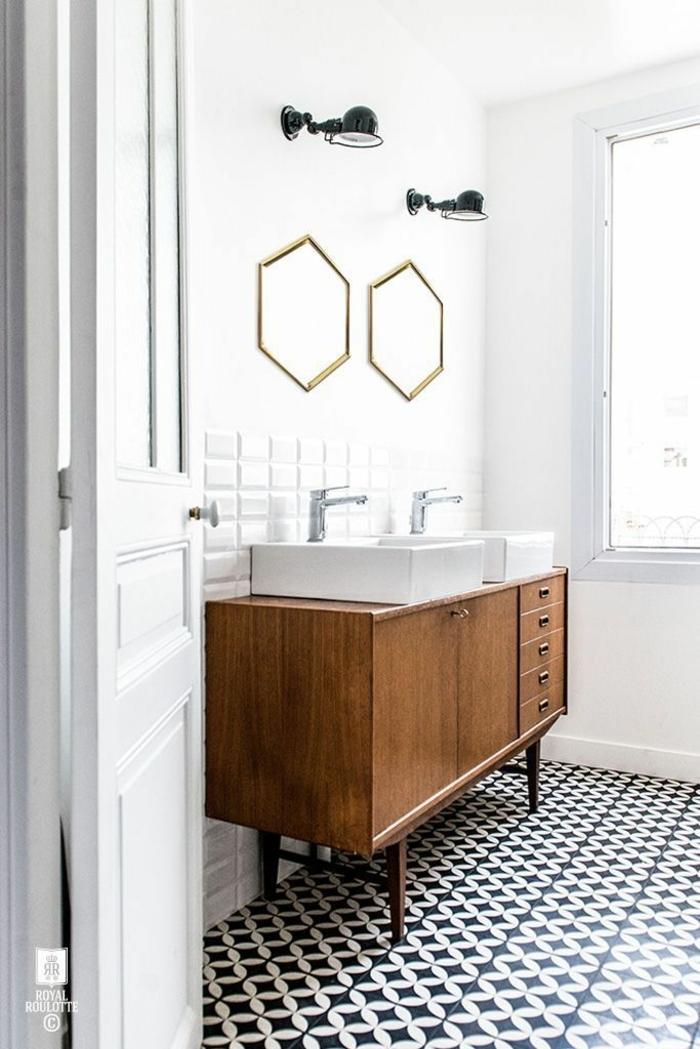 cuartos de baño pequeños decorados según las últimas tendencias, armario de madera y azulejos en blanco y negro motivos geométricos