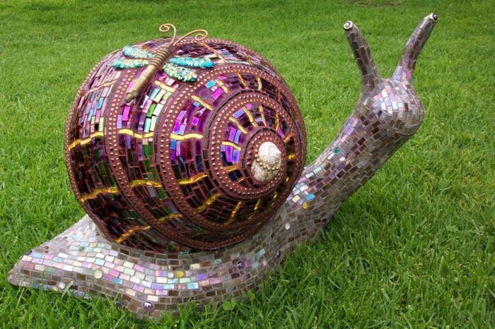 diseño jardines, caracol hecho con mosaico, ideal para nuestro jardín en el césped