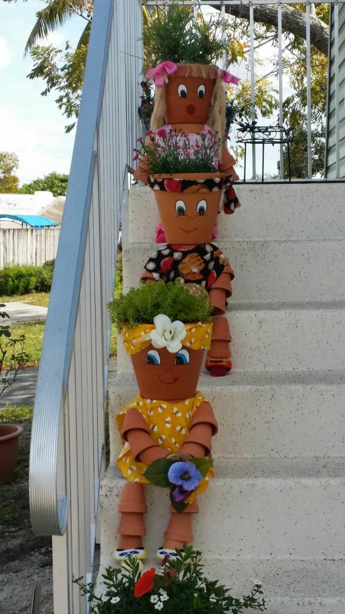 jardines modernos, macetas como muñecas decoración de las escaleras, vestidos con diferentes tejidos
