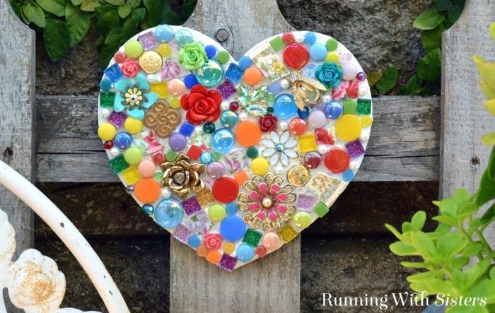 jardines modernos, corazón de mosaico decorando la veranda el jardín de casas