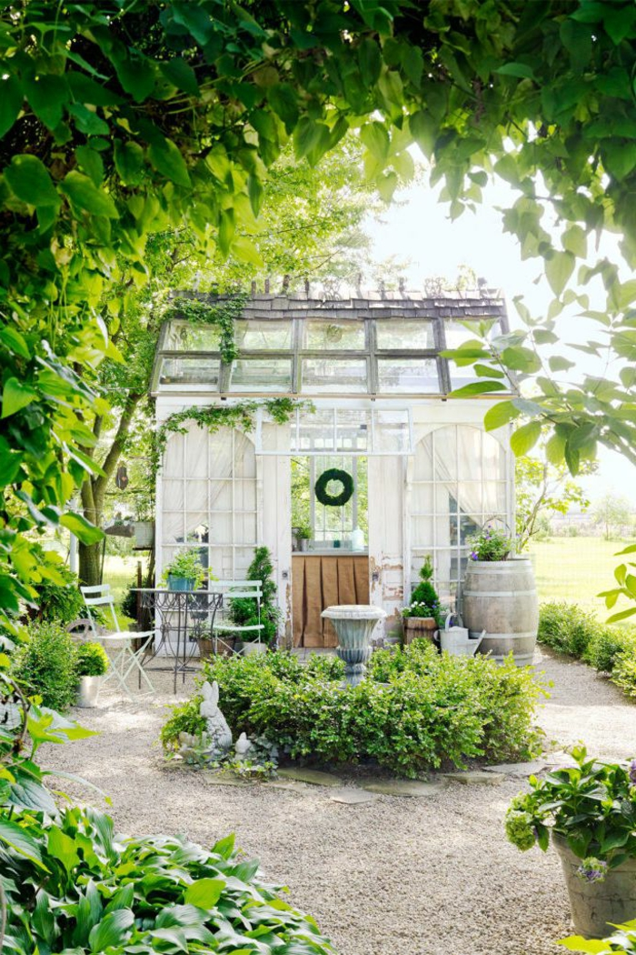 ideas de decoración bonita, ideas para jardines pequeñas con arbustos ornamentales, arco de flores