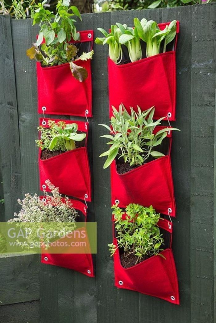 ideas para jardines DIY, macetero colgante hecho de tela, decoración de encanto para tu jardín pequeño