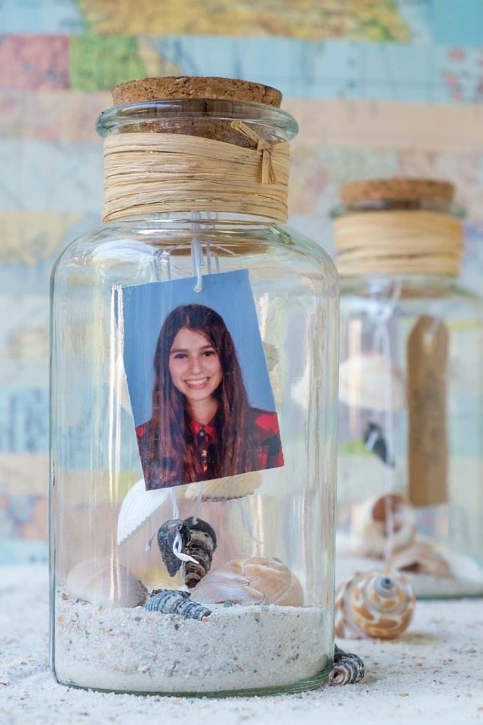 ideas de manualidades con rollos de papel y tarros de vidrio, potes de vidrio con detalles decorativos