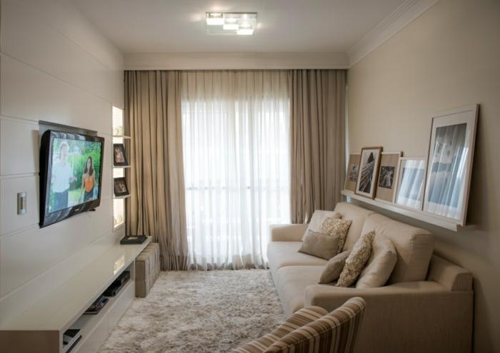 sofas pequeños con sofa en beige de doble asiento con alfombra de pelos en beige