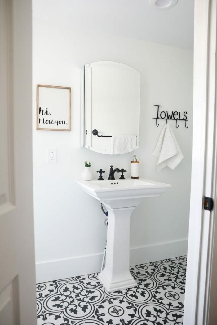 preciosas ideas de diseño cuartos de baño fotos, azulejos ornamentales con motivos florales y decoración original