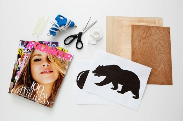 materiales necesarios para hacer manualidades originales, revistas viejas, pegamiento, tijeras