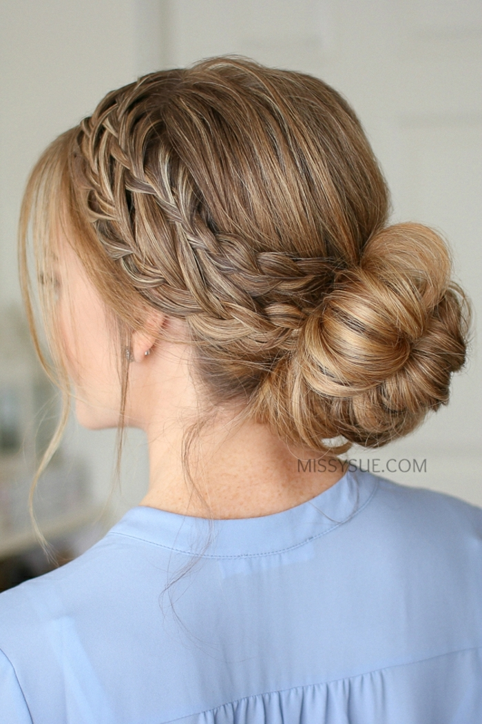 como conseguir un look bonito y sofisticado con trenzas en el pelo, grande moño voluminoso con dos trenzas de lado