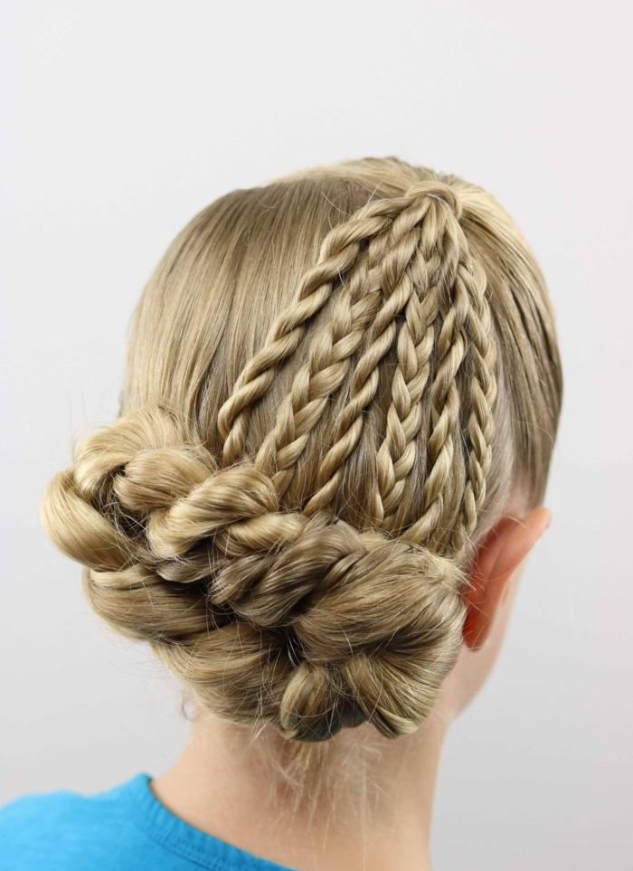 peinados bonitos moños trenzados, bonitas ideas para adultos y pequeños, moño vertical trenzado
