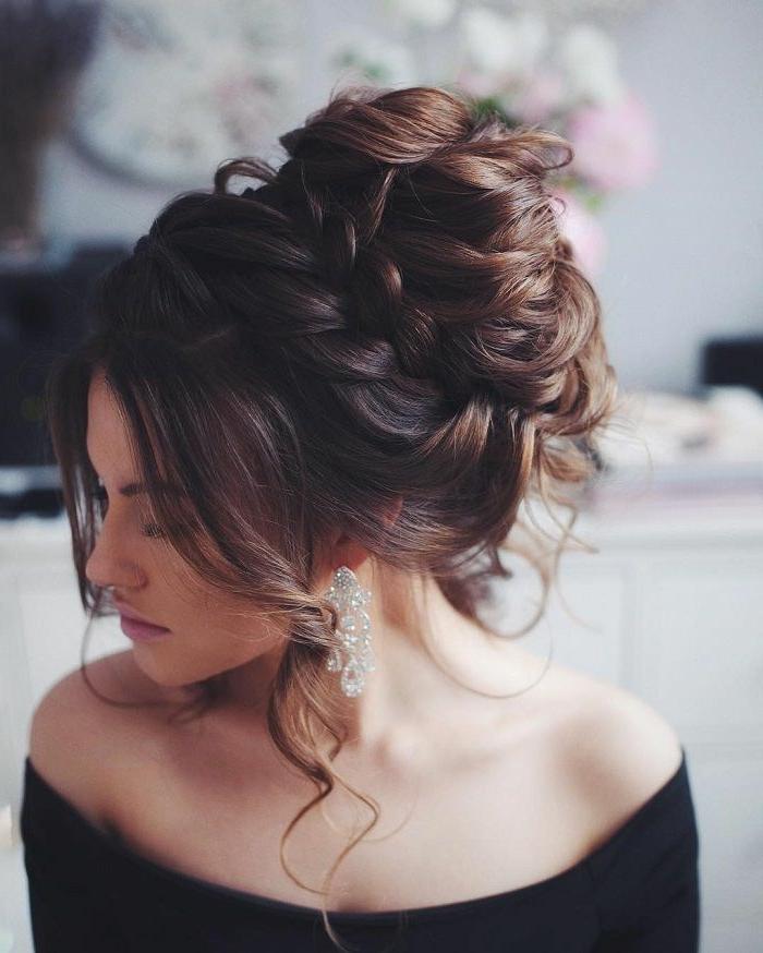 ideas de peinados de novia originales y bonitos, grande moño con trenzas con flequillo