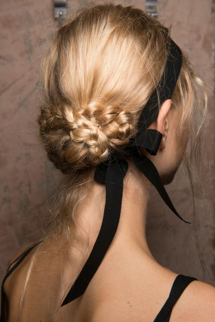 precioso recogido con trenzas con cinta negra decorativa, peinados bonitos paso a paso