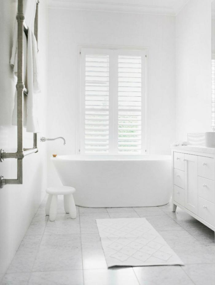 ideas de decoracion cuartos de baño en blanco, diseño sencillo minimalista tendencias 2018