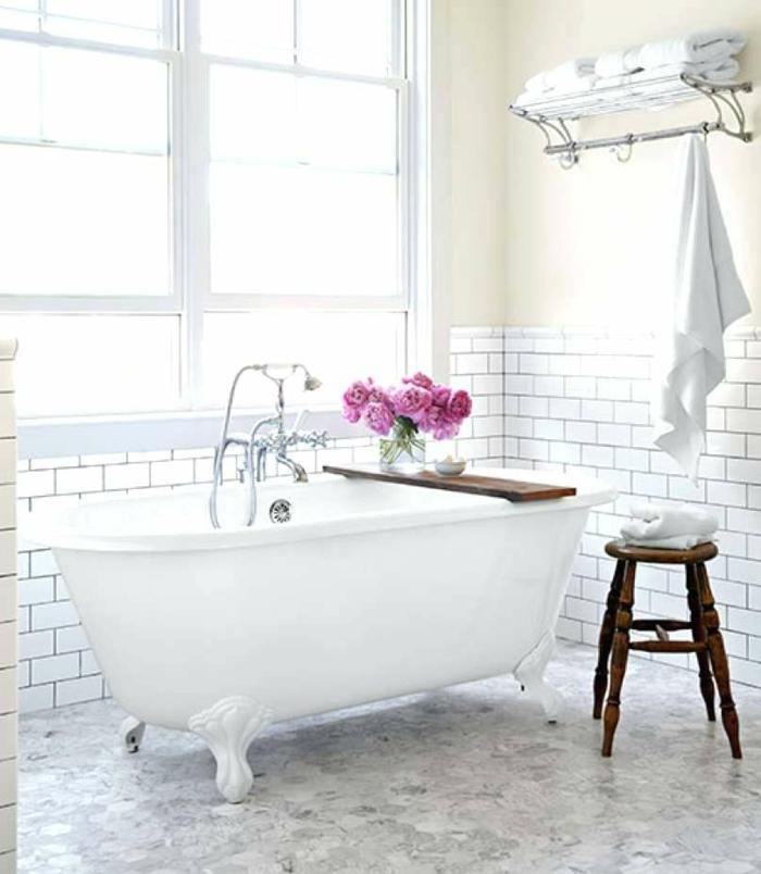 preciosa decoración cuartos de baño fotos, baño decorado en estilo vintage con suelo en blanco y gris