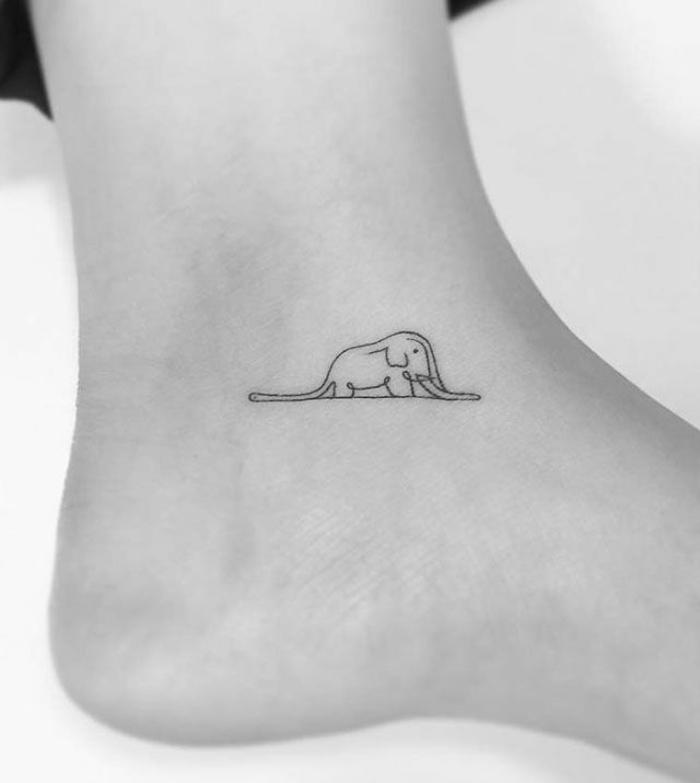 ideas encantadoras de tatuajes simboolicos, tattoos pequeños en el pie, elefante inspirado del libro el principito