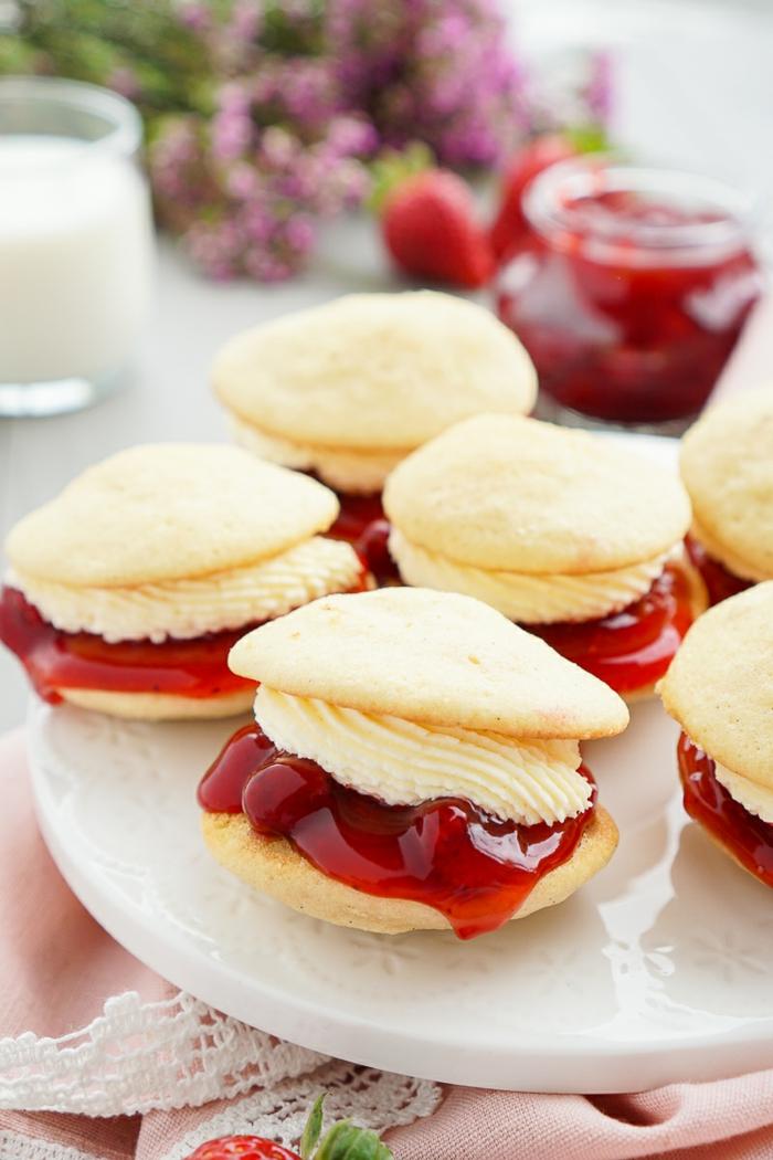recetas de postres faciles y rapidos, galletas caseras, con relleno de mermelada de fresas y mantequilla
