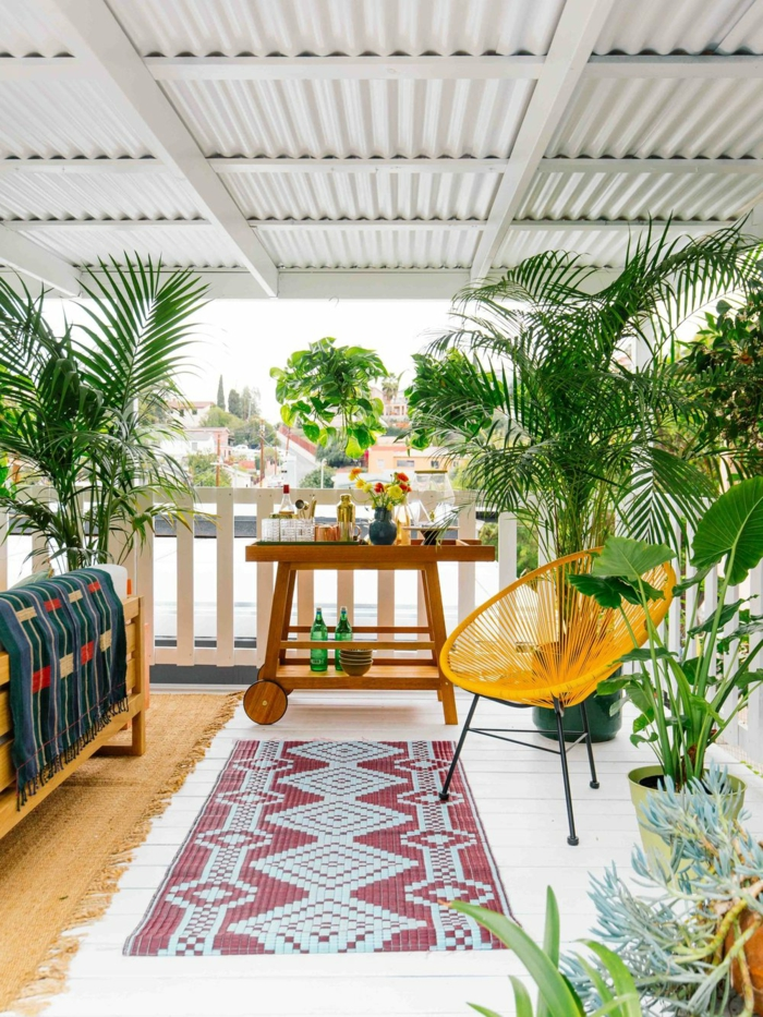 ideas de decoración de jardines y terrazas, decoracion patios exteriores con encanto, muebles modernos y plantas verdes