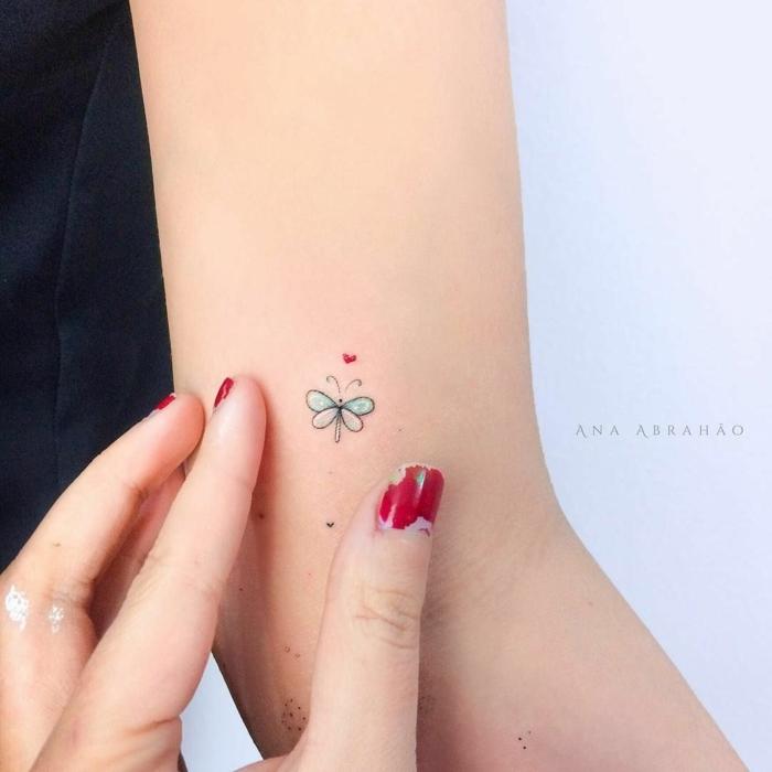 diseño minimalista, pequeño tatuaje en el brazo, tatuajes minimalsitas para mujeres, tatuajes de amigas