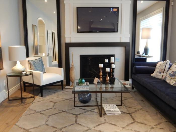decorar salon pequeño cuadrado, con espejos largos en los dos lados de la pared