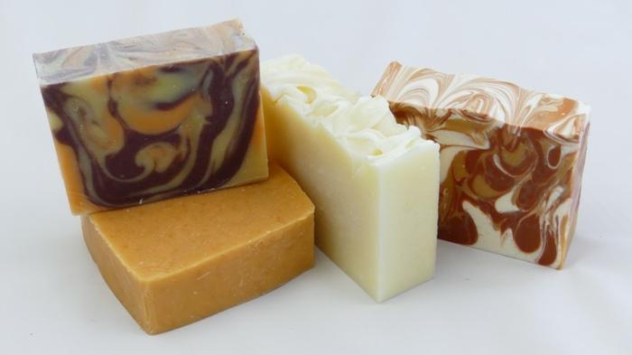 variedades de jabon de glicerina hecho a mano, jabones caseros de diferente forma y color