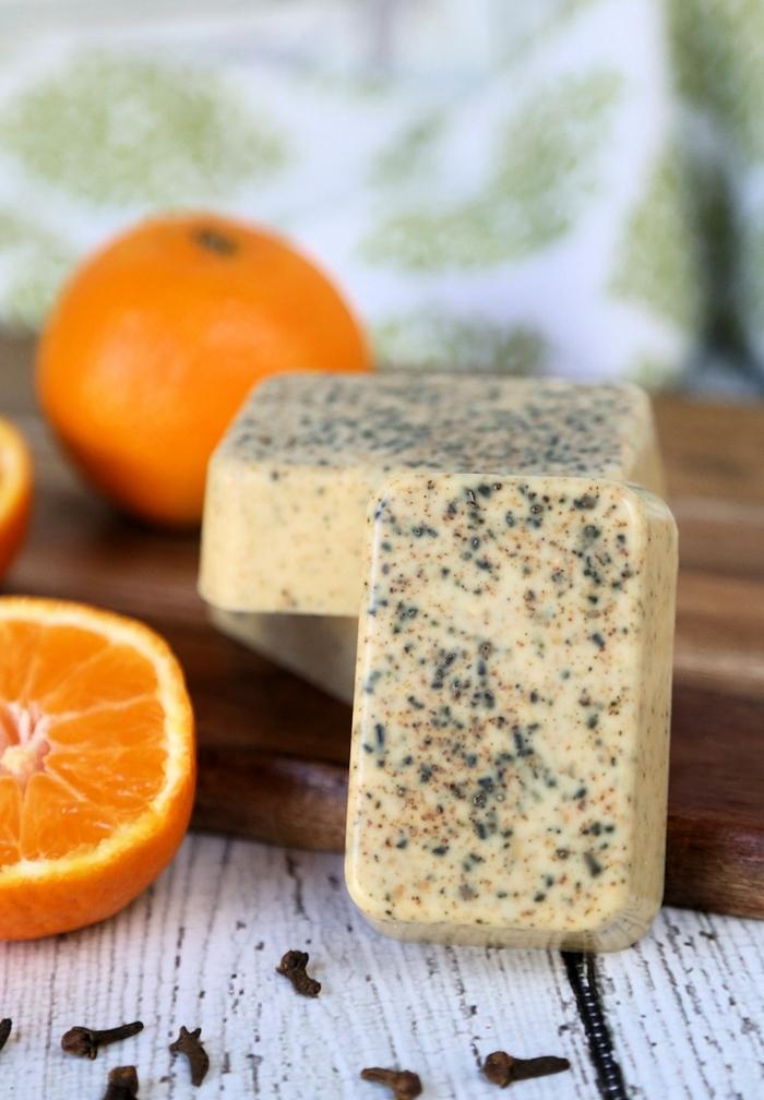 recetas de jabones naturales con naranja y clavo, barras de jabón artesanal hecho a mano