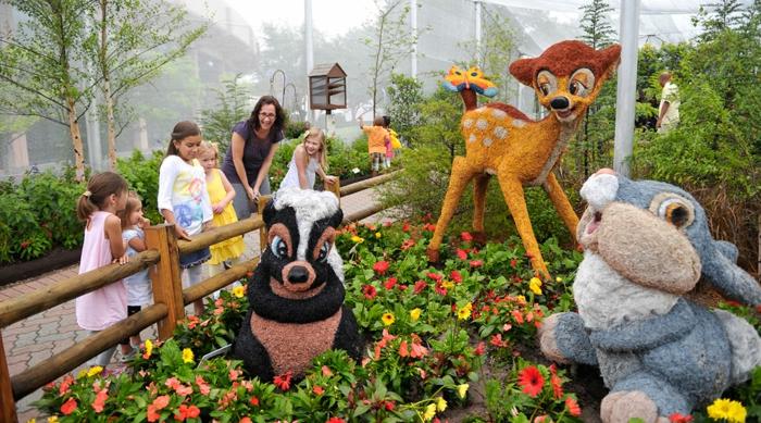 decoracion de jardines rústicos, jardín para niños con personajes de Disney, Bambi, la arcilla y el conejo