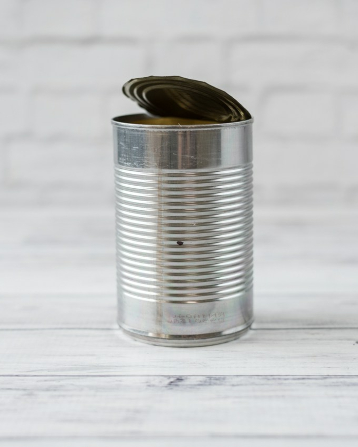 como hacer manualidades con material reciclado paso a paso, ideas con latas de metal reusadas