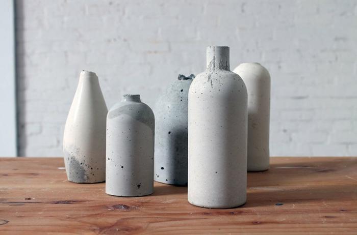 manualidades con botellas plasticas y botellas de vidrio, bonitos jarrones DIY hechos con arcilla