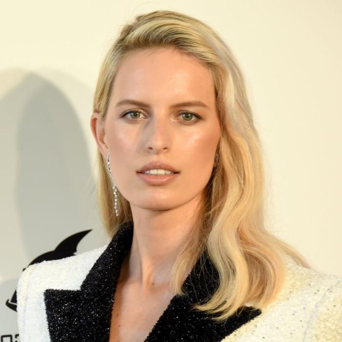 últimas tendencias cortes de pelo media melena capas, Karolina Kurkova con un peinado sofisticado
